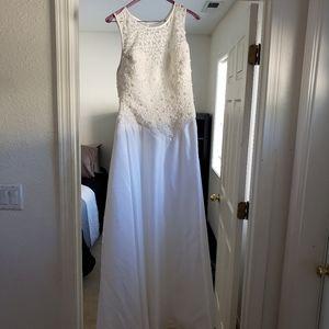 Gorgeous wedding dress & veil